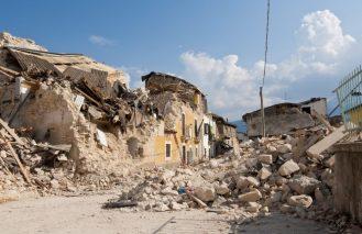 DEJEMOS DE LLAMAR A LOS DESASTRES, NATURALES
